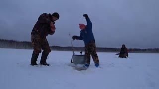 Первая зимняя рыбалка Николая