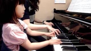 5歳 とても懐かしい名曲です。一人で弾くのとは違い、連弾は音に幅が広...