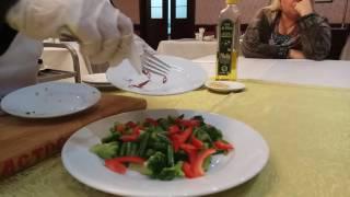 Салат с брокколи, зеленым горошком и сыром моцарелла