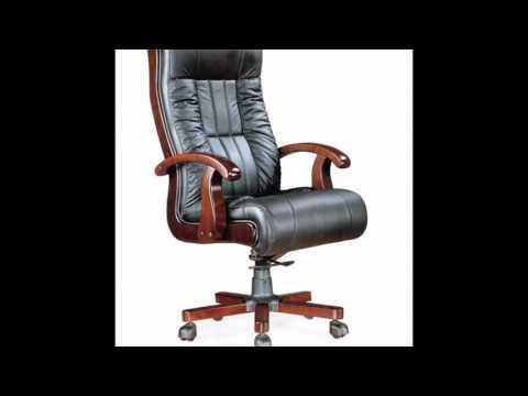 Кожаные кресла с деревянными подлокотниками