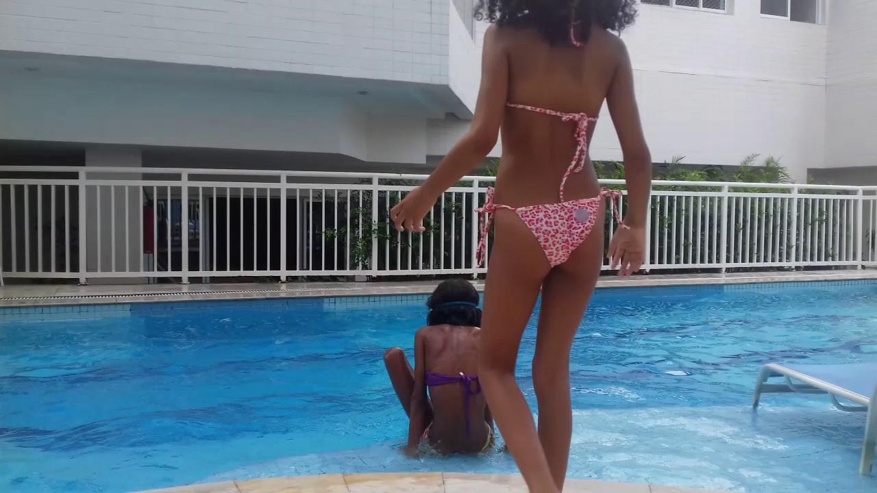 Desafio fale qualquer coisa na piscina com thayla gomesss e suas brincadeiras