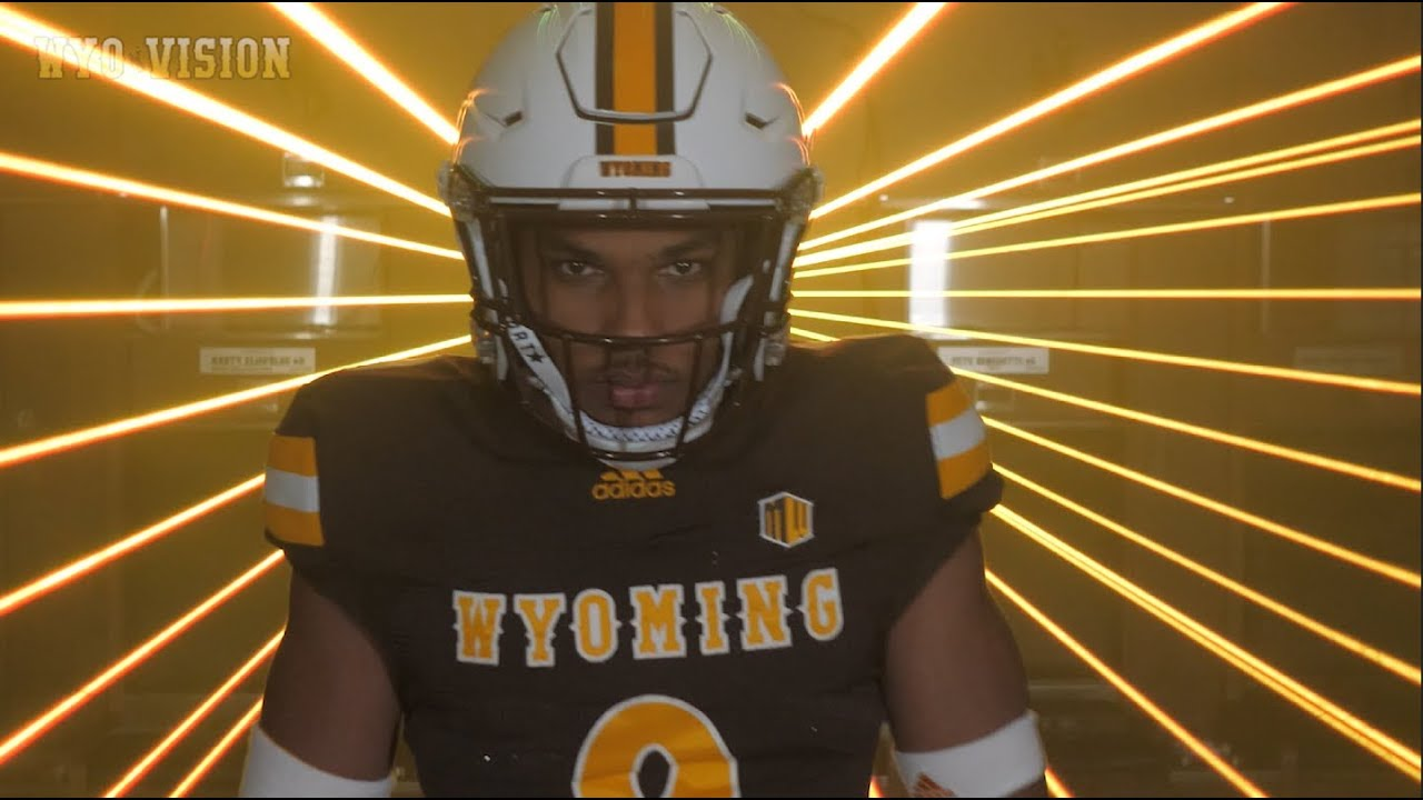 wholesale dealer 04e12 c8ab1 Wyoming Football: Tyler Hall