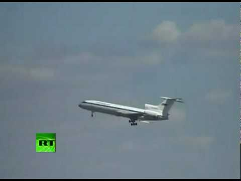 Video of plane dangling in air, pilot shows death-defying skills