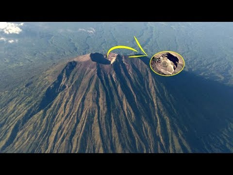 Penampakan Puncak Gunung Agung Dari Citra Satelit, Perhatikan Lubang Besar Ini