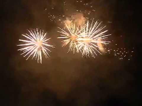 รับจุดพลุ  โดยพิเชษฐ  ดอกไม้ไฟ  ติดต่อสอบถาม  081 - 6471392  E-mail : phichetk@hotmail.co.th