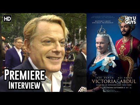 Eddie Izzard - Victoria and Abdul Premiere Interview