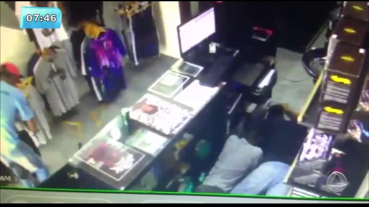 Bandidos Assaltam Loja De Material Para Tatuagem Balanço Geral Manhã