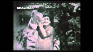 Sambarala Rambabu movie song, Mama chandamama vinaravaa naa kadhaa....