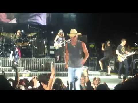 "Kenny Chesney - ""Living In Fast Forward"" Live Tucson, AZ"