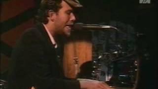 Tom Waits: New Coat of Paint. Live 1976.