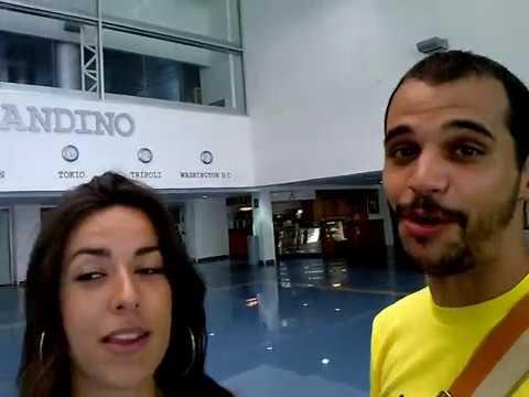 Irene y Samuel en el Aeropuerto Internacional Augusto C. Sandino