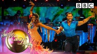 Kelvin and Oti's sizzling Samba turns up the heat  - BBC Strictly