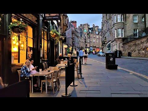 Scotland at Night- Walking through amazing Edinburgh Streets