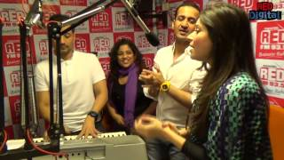 Gambar cover Baby Doll Unplugged With Meet Bros Feat. Kanika Kappor And RJ Malishka