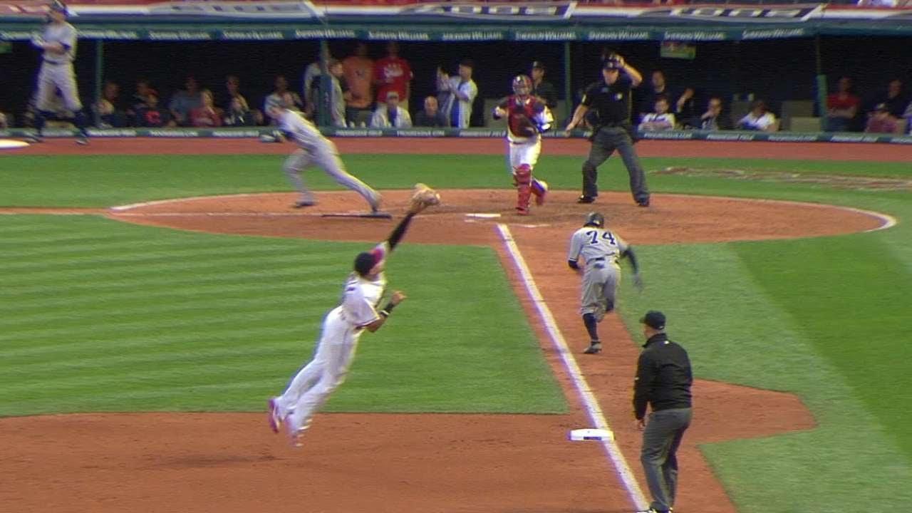 Urshela's clutch hit helps Yanks gain on Rays