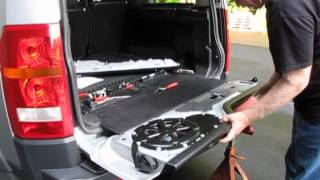 Troubleshoot A Stuck Tailgate On An LR3