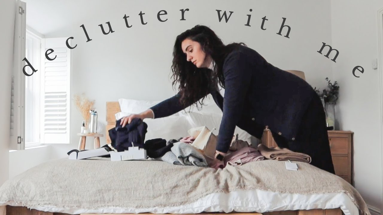 Declutter My House With Me | Vlogmas Day 4