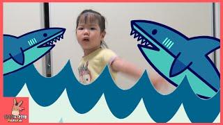 상어가족 상어송 동요 율동 부르기! 귀요미 아기 유니 노래 도전 ♡ 무서운 상어 오프닝 Shark Baby Family Kids Song | 말이야와아이들 MariAndKids