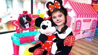 Öykü'ye Minnie Mouse Makyajı Yaptık Öykü pretend play witch costume & kids make up toys Minnie Mouse