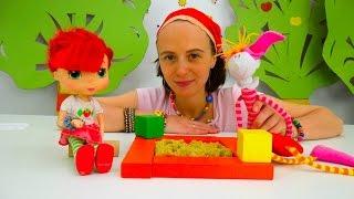 Видео про игрушки. Маша и Клава: Песочница для Шарлотты