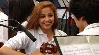 Colegio artístico Santa Cecilia de Chile visita la escuela Puckllay de Carabayllo
