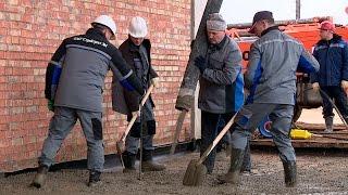 Лукашенко в день субботника работал на строительстве Центра подготовки по художественной гимнастике