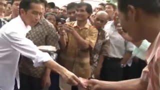 Pak Jokowi Borong Baju di Pinggir Jalan, awas copet! awas copet!