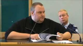 Repeat youtube video MEGAUPLOAD - Kim Dotcom proves judge wrong in court