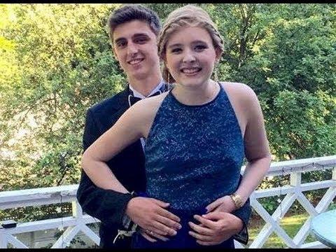 Вот почему эти девушки надели на выпускной одно и то же синее платье