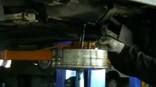 Замена масла(Замена масла в автомобиле. Все видео по обслуживанию автомобиля на http://www.logan57.ru/, 2010-07-16T09:02:20.000Z)