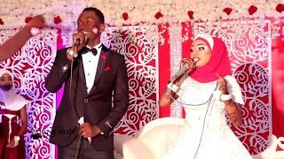 Video full bwana harusi na biharusi waimba live ukumbi wa majid store