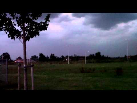 Gustnado , high winds, supercell shelfcloud severe thunderstorm comes up!!!