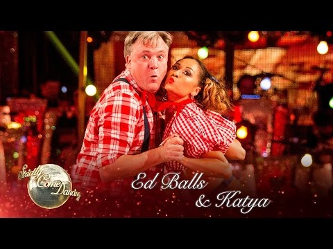 Ed Balls & Katya Jones Charleston to 'The Banjo's Back in Town' - Strictly Come Dancing 2016: Week 2