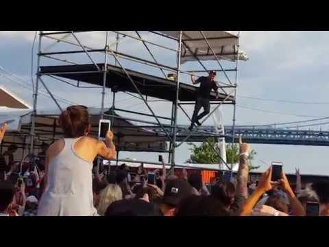 Anthony Green Surfs Across Entire Crowd to Scaffolding !!