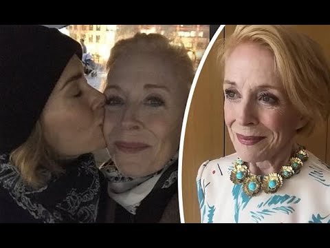 Sarah Paulson wishes 'perfect' girlfriend Holland Taylor a happy ...