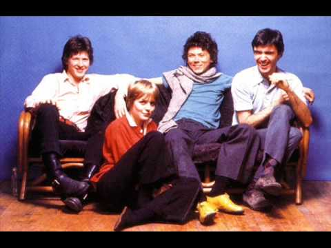 Talking Heads - Girlfriend Is Better(live 1983)