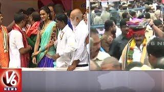 Lal Darwaza Bonalu : PV Sindhu Offer Prayers At Sri Simhavahini Mahankali Temple || V6 News