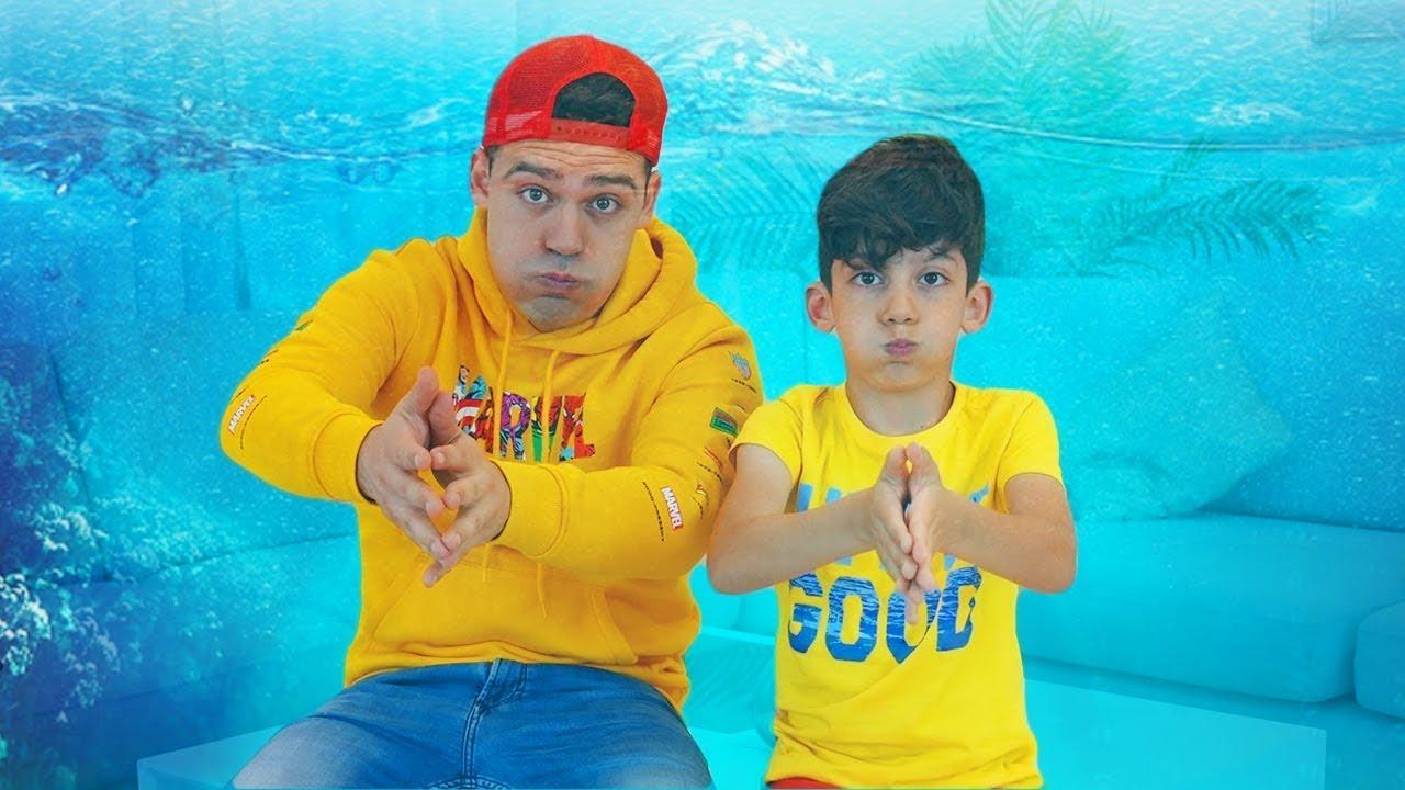 Download Jason y Alex juegan en una casa llena de agua | Video educativo para niños
