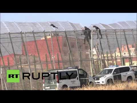 Spain: Migrants storm Melilla border