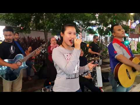 bidadari-Nurul feat redeem buskers cover lela,mantap  dan sedap beb