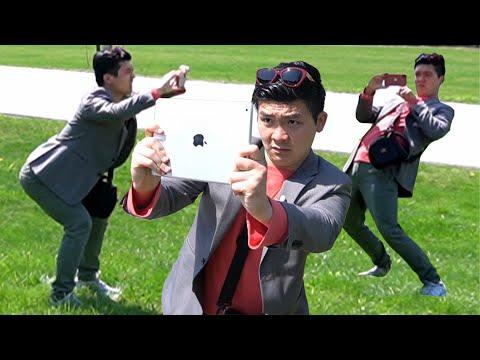 How Asian Tourists Take Photos