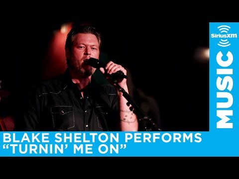 Blake Shelton Performs Turnin' Me On At An Exclusive SiriusXM Subscriber Event