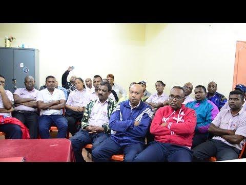 Des employés de Rose Hill Transport exigent un accord garantissant leur emploi