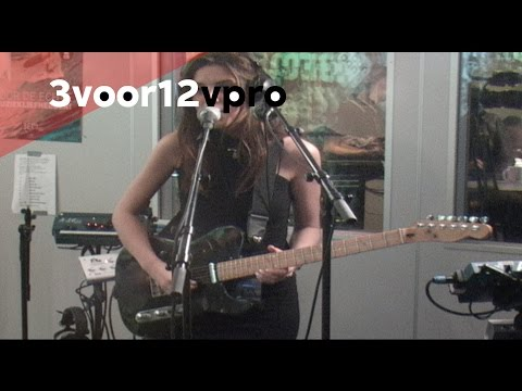 Wolf Alice - Moaning Lisa Smile Live bij 3voor12 Radio