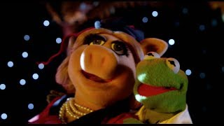 two women   tv spot   miss piggy kermit the frog   muppets most wanted   the muppets