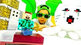Видео Майнкрафт выживание. Игра битва. Строим дом для Стива! Видеообзор Игрушек Minecraft