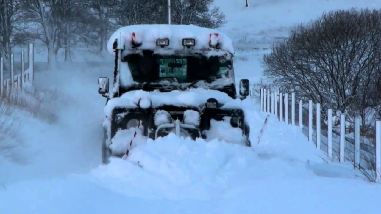Range Rover Sport >> Land Rover ploughing snow - YouTube