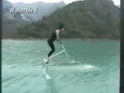 Bicicleta para passear sobre a água. Genial invenção.