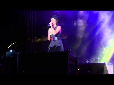 Kate Tsui performing