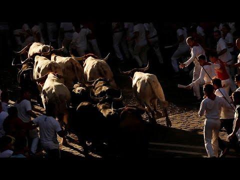 فيديو.....مهرجان الثيران في اسبانيا يضحي بحيات 7 اشخاص..